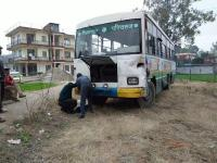 35 सवारियों को ले जा रही HRTC बस की अचानक ब्रेक हुई फेल (Video)
