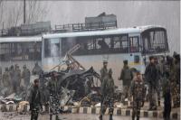 जम्मू-कश्मीर: पुलवामा में आतंकी हमला, पीएम बोले- व्यर्थ नहीं जाएगा बलिदान