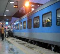 शताब्दी एक्सप्रैस के खाने में से निकला कॉक्रोच, यात्रियों ने किया हंगामा