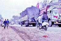 निर्माणाधीन सड़क लील रही जिंदगियां, प्रशासन बेखबर
