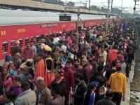 'बेगमपुरा एक्सप्रैस' बनारस के लिए रवाना, रेलवे स्टेशन पर उमड़ी संगतों की भीड़