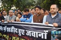 CRPF शहीदों को श्रद्धांजलि देने के लिए भाजपा कांग्रेस ने निकाला जुलूस