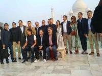 संगमरमर से बने ताजमहल की अर्जेंटीना के राष्ट्रपति ने की प्रशंसा, पत्नी के साथ करवाया फोटो सेशन