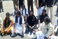 किरण बेदी के खिलाफ CM नारायणसामी का धरना जारी, 'जेल भरो' की दी चेतावनी