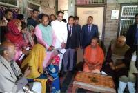 शहीद विजय मौर्य के घर पहुंचे CM योगी, परिजनों की मांगों को समयबद्ध ढंग से पूरा करने दिया आश्वासन
