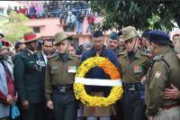 CM ने शहीद मेजर को नम आंखों से दी श्रद्धांजलि, कहा- देश सदैव हमारे शहीदों का रहेगा ऋणी