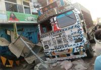 दुकान में जा घुसा अनियंत्रित ट्रक, हादसे में पति-पत्नी और बेटे की मौत