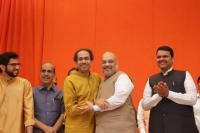 भाजपा-शिवसेना गठबंधन: मुख्यमंत्री पद को लेकर नेताओं के सुर अलग-अलग