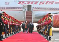दक्षिण कोरिया पहुंचे भारतीय प्रधानमंत्री, सियोल में लगे मोदी-मोदी के नारे