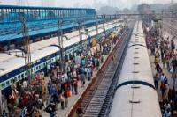 पत्थरबाज है मार डालो- कहकर ट्रेन में दो कश्मीरियों पर हमला