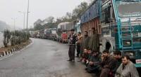 ताजा बर्फबारी और बारिश से जम्मू-श्रीनगर नेशनल हाइवे फिर बंद