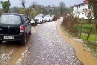 मंडी-हमीरपुर सीमा पर आसमान से बरसी आफत, नकदी फसलों को पहुंचा भारी नुक्सान (Video)
