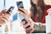 मोबाइल इस्तेमाल का 70% समय सोशल मीडिया पर बिताते हैं भारतीय, लेकिन कमाई में सबसे पीछे