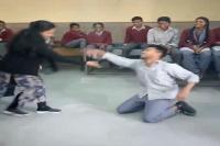दिल छू लेगा स्टूडेंट और टीचर का यह डांस, देखें Video