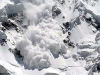 मनाली-रोहतांग मार्ग पर गिरा हिमखंड, ग्रामीणों में भय का माहौल