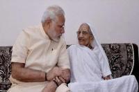 गुजरात दौरे पर पीएम मोदी, मां हीरा बा से की मुलाकात