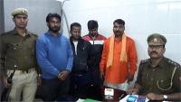 ड्राई फ्रूट्स बेच रहे कश्मीरी युवकों पर भगवाधारियों ने बरसाए डंडें, 4 आरोपी गिरफ्तार