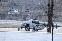 यहां बर्फबारी में फंसे लोगों को Air Force ने किया Airlift (PICS)
