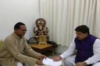 गुजरात में कांग्रेस को बड़ा झटका, एक दिन में दो विधायकों ने दिया इस्तीफा