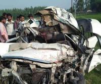 तेज रफ्तार का कहर: वाहनों की टक्कर में 4 की दर्दनाक मौत, कार के उड़े परखच्चे