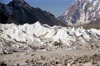 नेपाल में हिमस्खलन से गाइड की मौत, डच ट्रेकर लापता